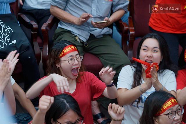 CĐV bần thần trước thất bại của Olympic Việt Nam, nhưng vẫn tự hào vì những gì các cầu thủ đã làm được - Ảnh 12.