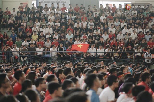 CĐV bần thần trước thất bại của Olympic Việt Nam, nhưng vẫn tự hào vì những gì các cầu thủ đã làm được - Ảnh 42.