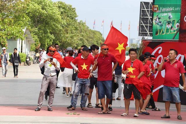 CĐV bần thần trước thất bại của Olympic Việt Nam, nhưng vẫn tự hào vì những gì các cầu thủ đã làm được - Ảnh 145.