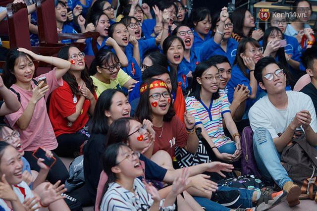 CĐV bần thần trước thất bại của Olympic Việt Nam, nhưng vẫn tự hào vì những gì các cầu thủ đã làm được - Ảnh 13.
