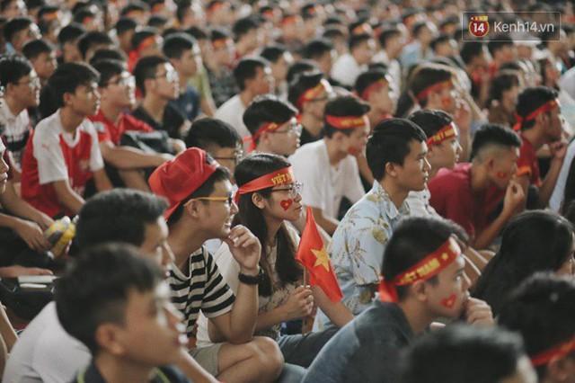 CĐV bần thần trước thất bại của Olympic Việt Nam, nhưng vẫn tự hào vì những gì các cầu thủ đã làm được - Ảnh 43.