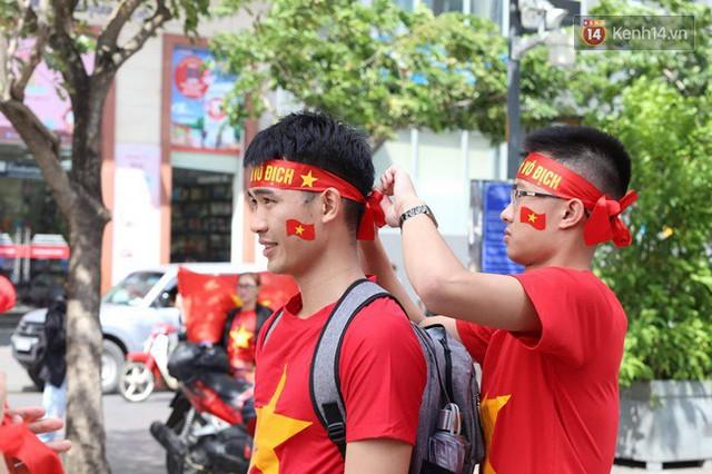 CĐV bần thần trước thất bại của Olympic Việt Nam, nhưng vẫn tự hào vì những gì các cầu thủ đã làm được - Ảnh 147.