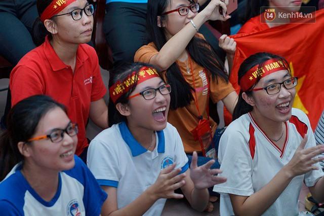 CĐV bần thần trước thất bại của Olympic Việt Nam, nhưng vẫn tự hào vì những gì các cầu thủ đã làm được - Ảnh 15.