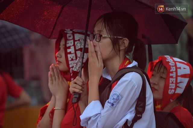 CĐV bần thần trước thất bại của Olympic Việt Nam, nhưng vẫn tự hào vì những gì các cầu thủ đã làm được - Ảnh 16.