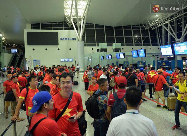 CĐV bần thần trước thất bại của Olympic Việt Nam, nhưng vẫn tự hào vì những gì các cầu thủ đã làm được - Ảnh 149.
