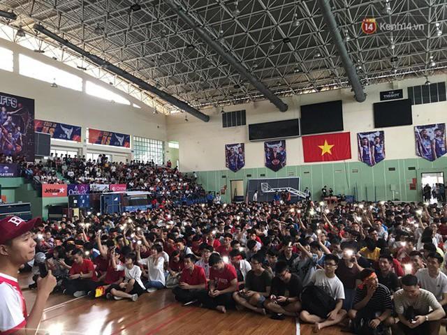 CĐV bần thần trước thất bại của Olympic Việt Nam, nhưng vẫn tự hào vì những gì các cầu thủ đã làm được - Ảnh 111.