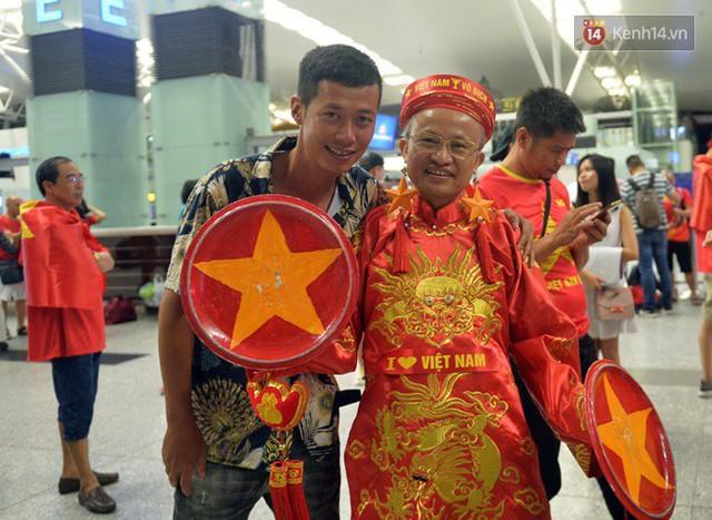 CĐV bần thần trước thất bại của Olympic Việt Nam, nhưng vẫn tự hào vì những gì các cầu thủ đã làm được - Ảnh 150.