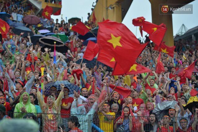 CĐV bần thần trước thất bại của Olympic Việt Nam, nhưng vẫn tự hào vì những gì các cầu thủ đã làm được - Ảnh 18.