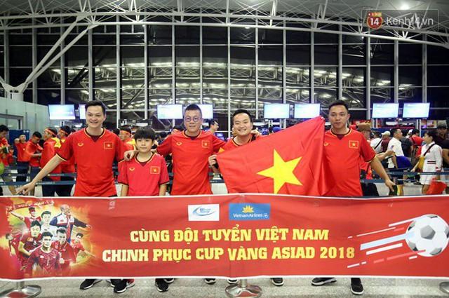 CĐV bần thần trước thất bại của Olympic Việt Nam, nhưng vẫn tự hào vì những gì các cầu thủ đã làm được - Ảnh 151.