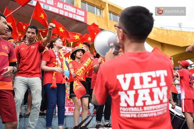 CĐV bần thần trước thất bại của Olympic Việt Nam, nhưng vẫn tự hào vì những gì các cầu thủ đã làm được - Ảnh 114.