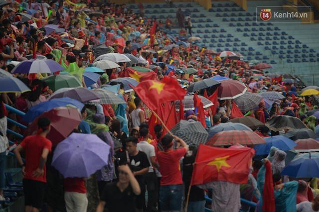 CĐV bần thần trước thất bại của Olympic Việt Nam, nhưng vẫn tự hào vì những gì các cầu thủ đã làm được - Ảnh 52.
