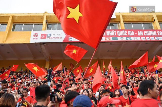CĐV bần thần trước thất bại của Olympic Việt Nam, nhưng vẫn tự hào vì những gì các cầu thủ đã làm được - Ảnh 115.