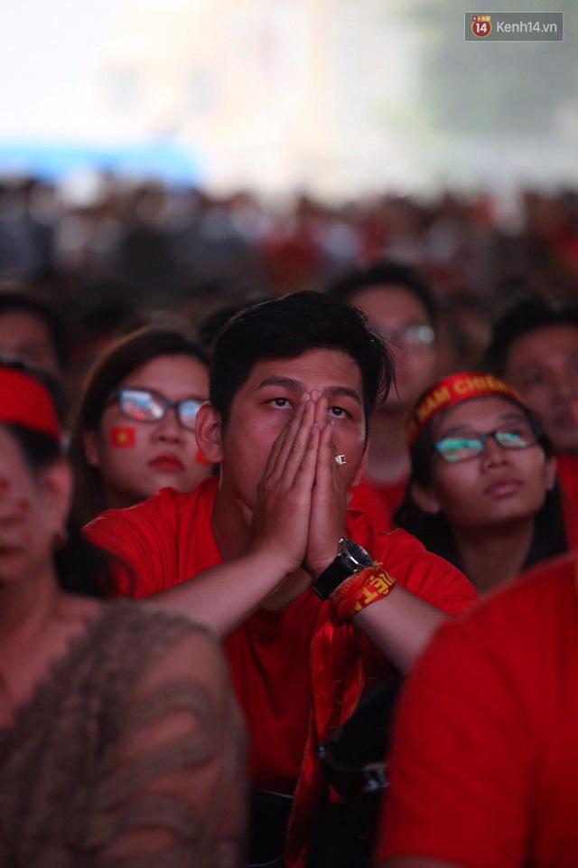 CĐV bần thần trước thất bại của Olympic Việt Nam, nhưng vẫn tự hào vì những gì các cầu thủ đã làm được - Ảnh 21.