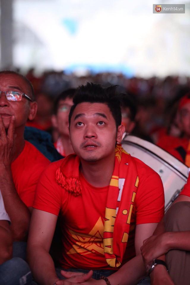 CĐV bần thần trước thất bại của Olympic Việt Nam, nhưng vẫn tự hào vì những gì các cầu thủ đã làm được - Ảnh 22.