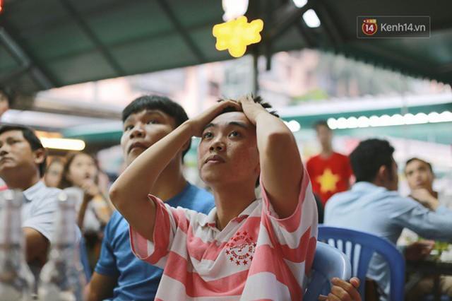CĐV bần thần trước thất bại của Olympic Việt Nam, nhưng vẫn tự hào vì những gì các cầu thủ đã làm được - Ảnh 56.