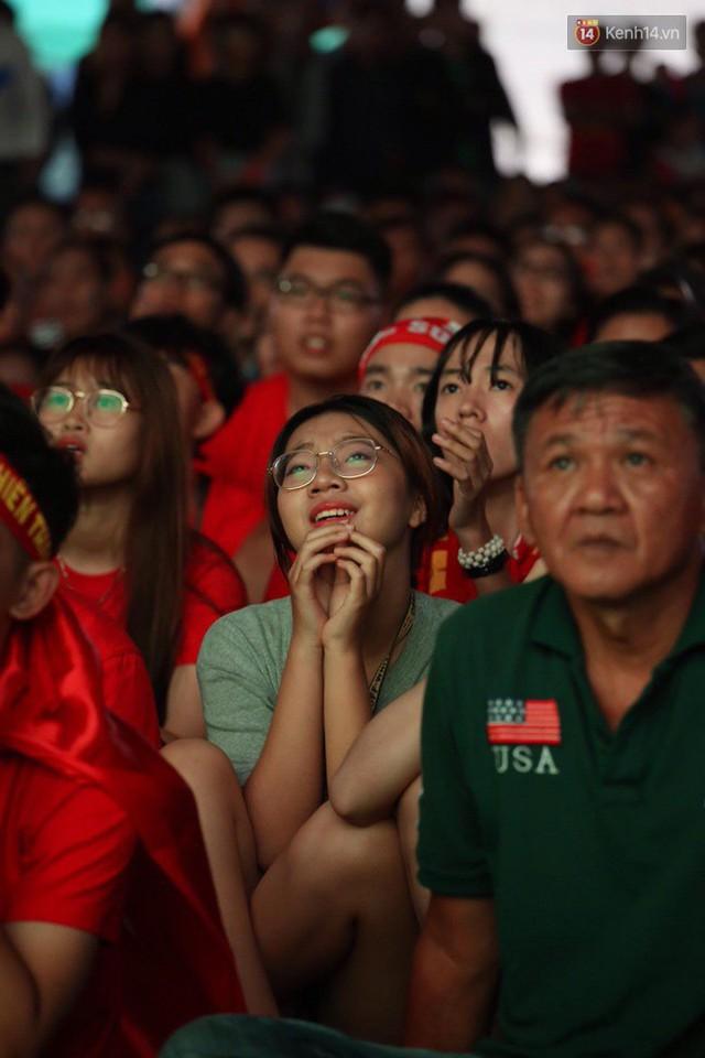 CĐV bần thần trước thất bại của Olympic Việt Nam, nhưng vẫn tự hào vì những gì các cầu thủ đã làm được - Ảnh 24.