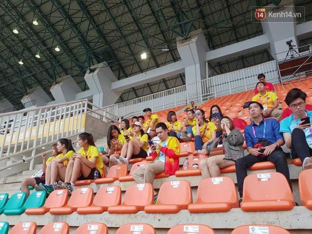 CĐV bần thần trước thất bại của Olympic Việt Nam, nhưng vẫn tự hào vì những gì các cầu thủ đã làm được - Ảnh 120.