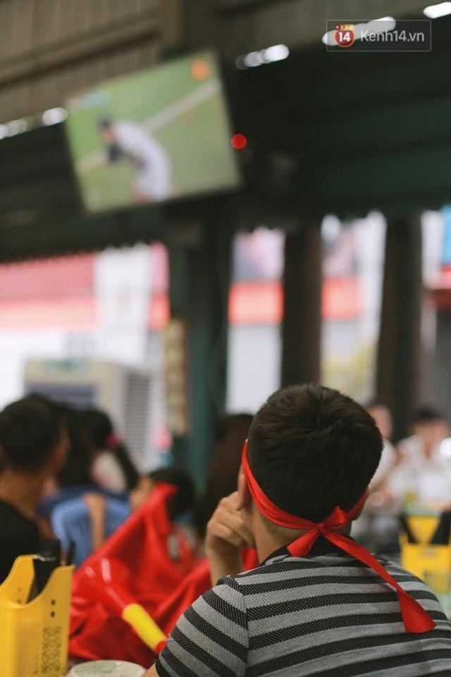 CĐV bần thần trước thất bại của Olympic Việt Nam, nhưng vẫn tự hào vì những gì các cầu thủ đã làm được - Ảnh 58.