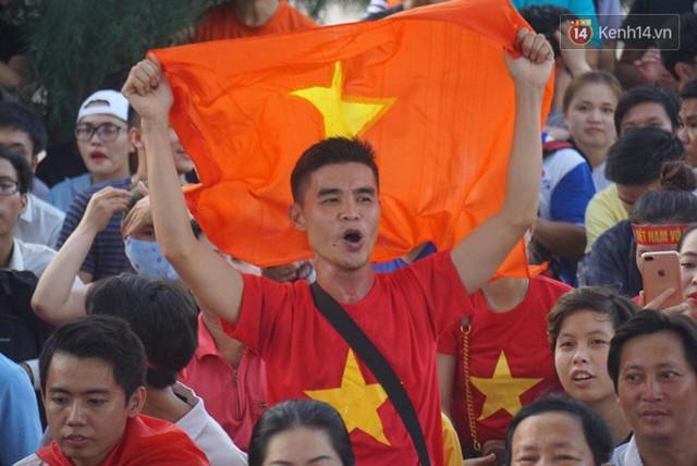 CĐV bần thần trước thất bại của Olympic Việt Nam, nhưng vẫn tự hào vì những gì các cầu thủ đã làm được - Ảnh 32.