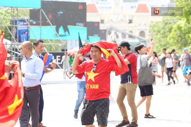 CĐV bần thần trước thất bại của Olympic Việt Nam, nhưng vẫn tự hào vì những gì các cầu thủ đã làm được - Ảnh 137.