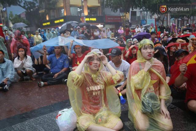 CĐV bần thần trước thất bại của Olympic Việt Nam, nhưng vẫn tự hào vì những gì các cầu thủ đã làm được - Ảnh 27.
