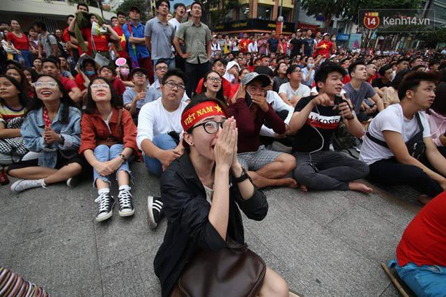 CĐV bần thần trước thất bại của Olympic Việt Nam, nhưng vẫn tự hào vì những gì các cầu thủ đã làm được - Ảnh 66.