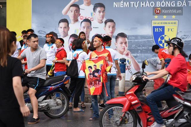 CĐV bần thần trước thất bại của Olympic Việt Nam, nhưng vẫn tự hào vì những gì các cầu thủ đã làm được - Ảnh 128.