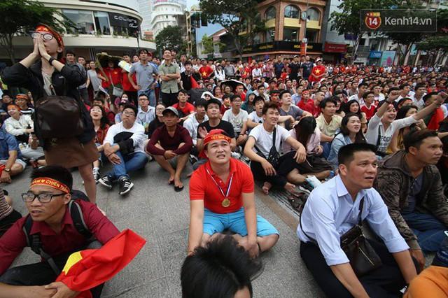 CĐV bần thần trước thất bại của Olympic Việt Nam, nhưng vẫn tự hào vì những gì các cầu thủ đã làm được - Ảnh 67.