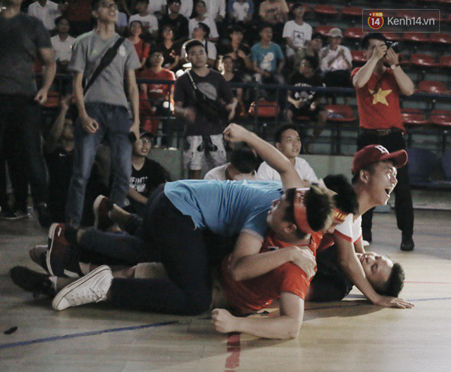 CĐV bần thần trước thất bại của Olympic Việt Nam, nhưng vẫn tự hào vì những gì các cầu thủ đã làm được - Ảnh 5.