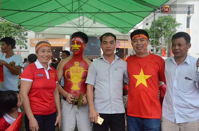 CĐV bần thần trước thất bại của Olympic Việt Nam, nhưng vẫn tự hào vì những gì các cầu thủ đã làm được - Ảnh 130.