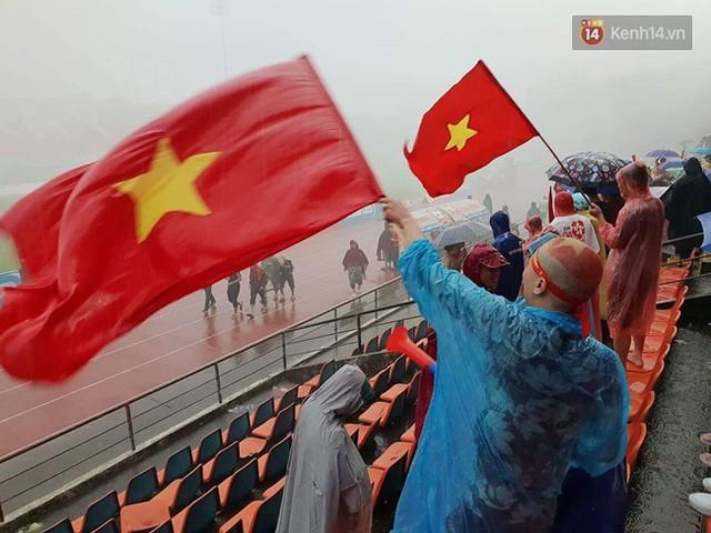 CĐV bần thần trước thất bại của Olympic Việt Nam, nhưng vẫn tự hào vì những gì các cầu thủ đã làm được - Ảnh 74.