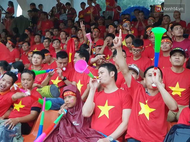 CĐV bần thần trước thất bại của Olympic Việt Nam, nhưng vẫn tự hào vì những gì các cầu thủ đã làm được - Ảnh 77.