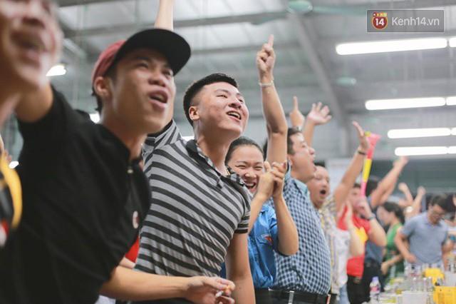 CĐV bần thần trước thất bại của Olympic Việt Nam, nhưng vẫn tự hào vì những gì các cầu thủ đã làm được - Ảnh 6.