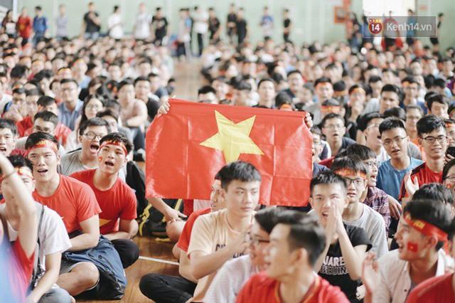 CĐV bần thần trước thất bại của Olympic Việt Nam, nhưng vẫn tự hào vì những gì các cầu thủ đã làm được - Ảnh 80.