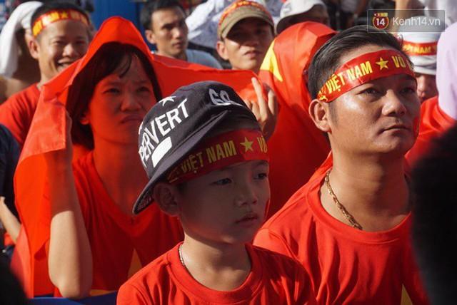 CĐV bần thần trước thất bại của Olympic Việt Nam, nhưng vẫn tự hào vì những gì các cầu thủ đã làm được - Ảnh 83.
