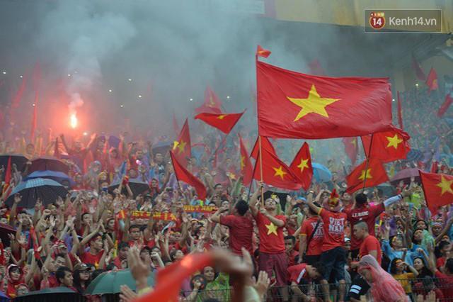 CĐV bần thần trước thất bại của Olympic Việt Nam, nhưng vẫn tự hào vì những gì các cầu thủ đã làm được - Ảnh 35.