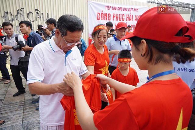 CĐV bần thần trước thất bại của Olympic Việt Nam, nhưng vẫn tự hào vì những gì các cầu thủ đã làm được - Ảnh 139.
