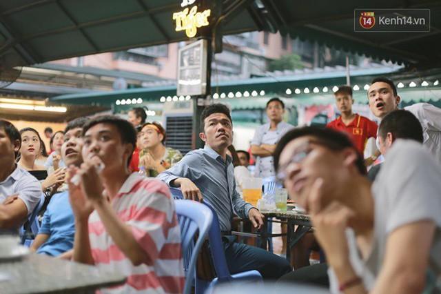 CĐV bần thần trước thất bại của Olympic Việt Nam, nhưng vẫn tự hào vì những gì các cầu thủ đã làm được - Ảnh 8.