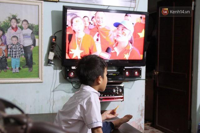 CĐV bần thần trước thất bại của Olympic Việt Nam, nhưng vẫn tự hào vì những gì các cầu thủ đã làm được - Ảnh 99.