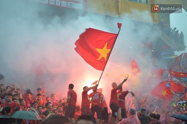 CĐV bần thần trước thất bại của Olympic Việt Nam, nhưng vẫn tự hào vì những gì các cầu thủ đã làm được - Ảnh 37.
