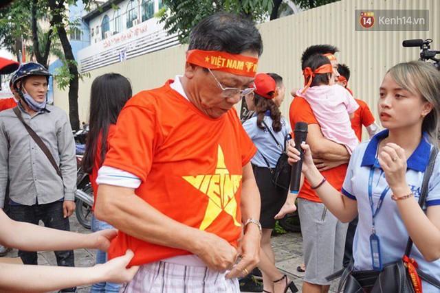 CĐV bần thần trước thất bại của Olympic Việt Nam, nhưng vẫn tự hào vì những gì các cầu thủ đã làm được - Ảnh 141.
