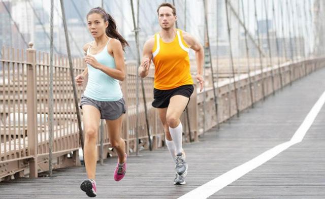 Chạy bộ là phương pháp rèn luyện sức khỏe dễ nhất nhưng nhiều người vẫn mắc 6 sai lầm cơ bản có thể gây tổn hại sức khỏe sau - Ảnh 2.