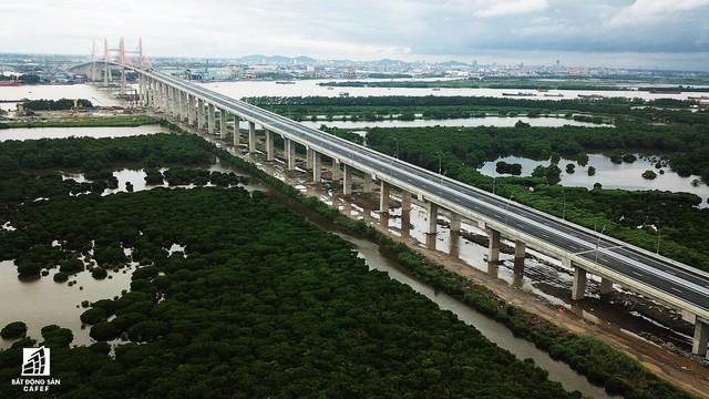 Một ngày trước khi thông xe, nhìn toàn cảnh cao tốc Hạ Long - Hải Phòng và cầu Bạch Đằng gần 15 nghìn tỷ từ trên cao - Ảnh 6.