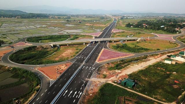 Một ngày trước khi thông xe, nhìn toàn cảnh cao tốc Hạ Long - Hải Phòng và cầu Bạch Đằng gần 15 nghìn tỷ từ trên cao - Ảnh 5.