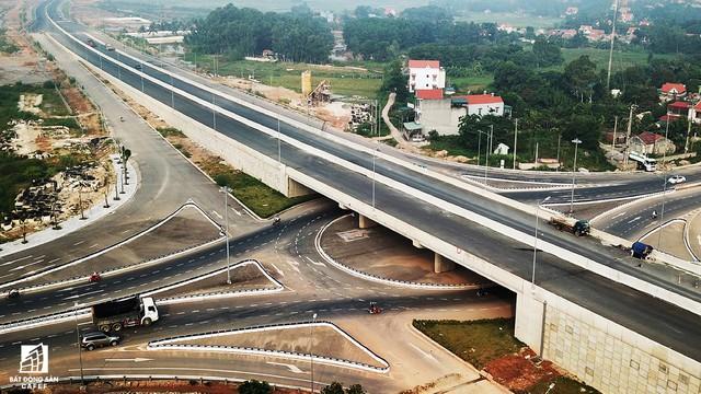 Một ngày trước khi thông xe, nhìn toàn cảnh cao tốc Hạ Long - Hải Phòng và cầu Bạch Đằng gần 15 nghìn tỷ từ trên cao - Ảnh 8.