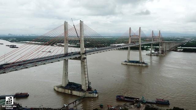 Một ngày trước khi thông xe, nhìn toàn cảnh cao tốc Hạ Long - Hải Phòng và cầu Bạch Đằng gần 15 nghìn tỷ từ trên cao - Ảnh 11.