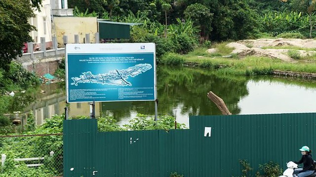 Ngổn ngang tuyến đường đổi bằng 180 ha đất vàng ở Hà Nội   - Ảnh 1.