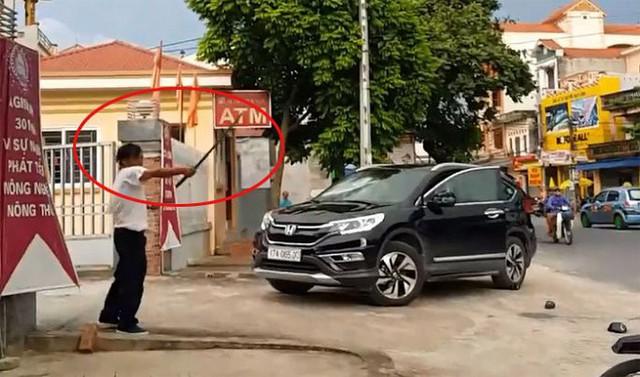 Nghi vấn bảo vệ ngân hàng đập phá ô tô ở Thái Bình: Thông tin mới nhất từ cơ quan công an - Ảnh 1.