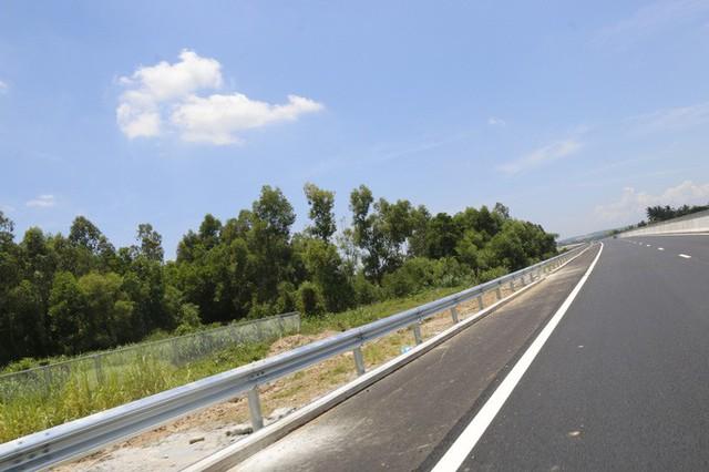 Cận cảnh xa lộ 34.500 tỉ đồng xe hơi đi lộc cộc, lộc cộc - Ảnh 13.