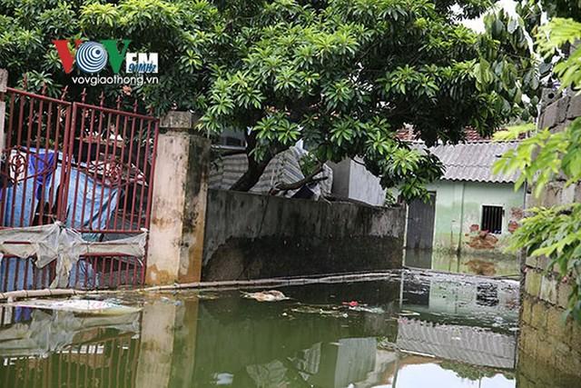 Ảnh: Sau ngập lụt dài ngày, dân Chương Mỹ đối mặt bệnh lở loét da - Ảnh 3.